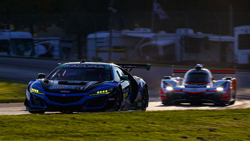 Acura NSX and Acura DPi on track at Mid-Ohio Sports Car Course