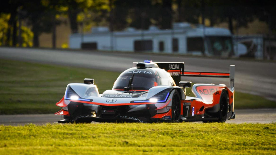 Helio Castroneves' Acura DPi on track at Mid-Ohio Sports Car Course